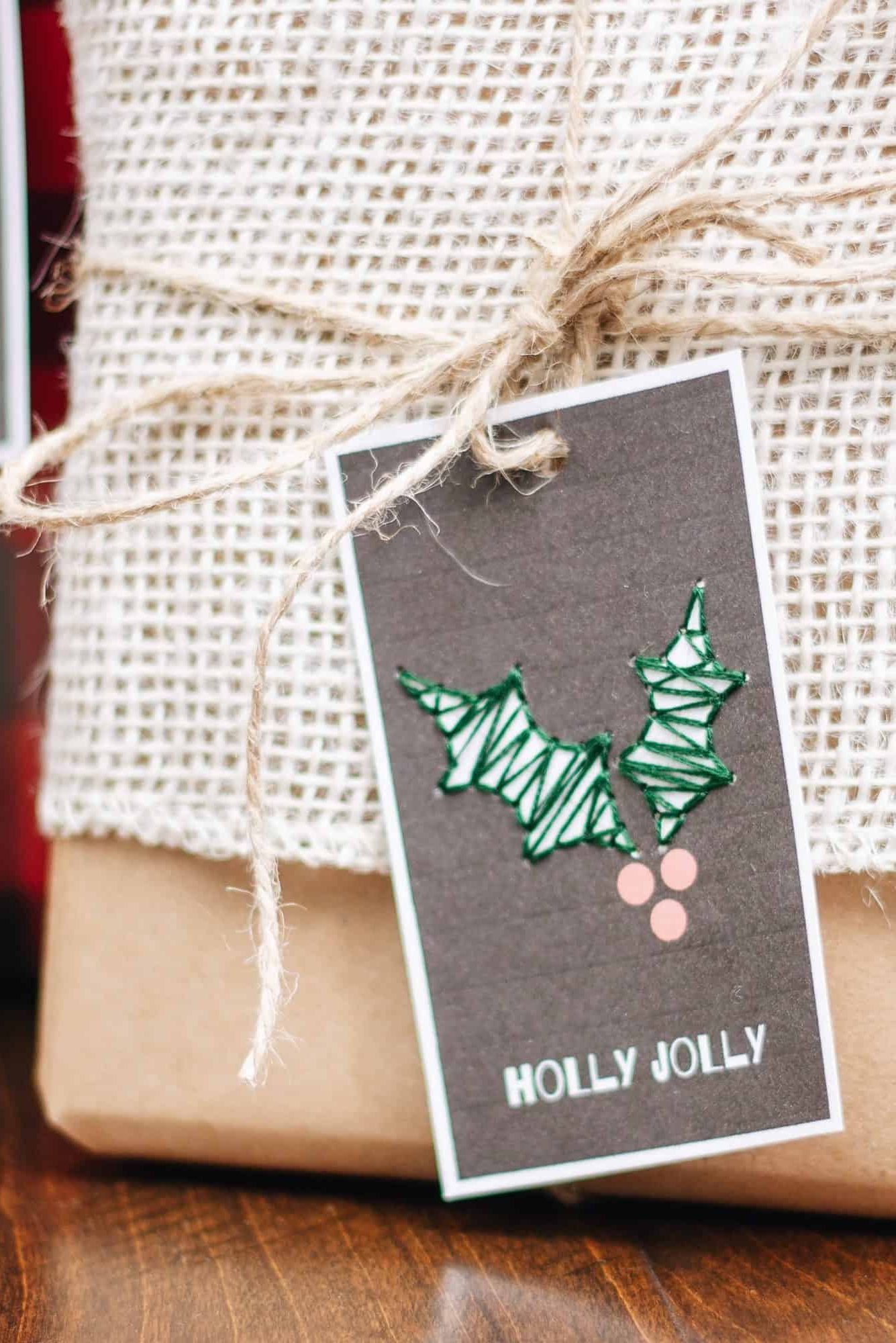 Free Printable: Embroidered Holiday Gift Tags
