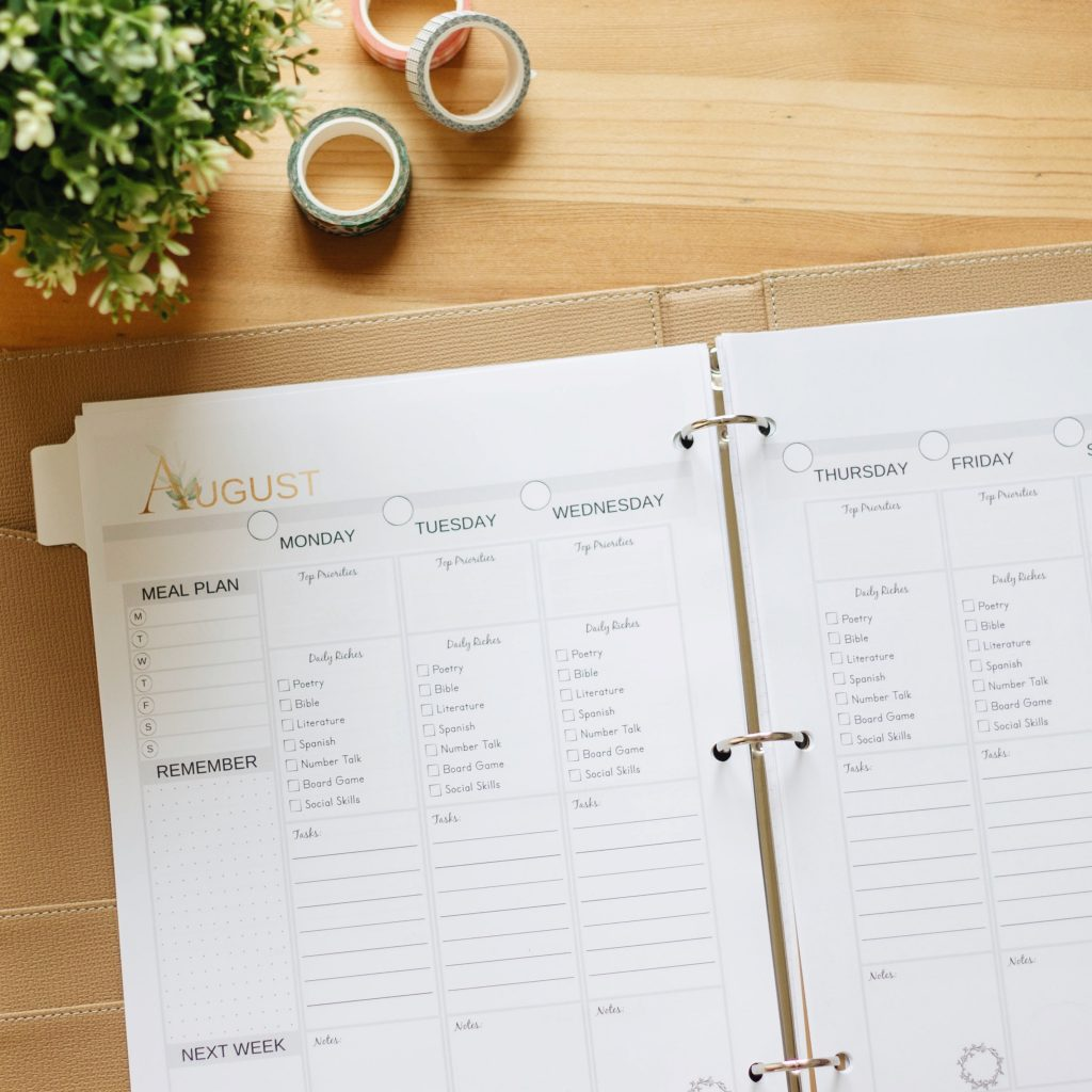 The All-in-One Homeschool Planner includes streamlined weekly spreads to record each day's top priorities, daily tasks, and notes to remember, as well as  space to record each week's scheduled meal plan. #bulletjournal #bujo #homeschooling #homeschoolplanner